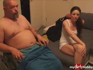 Unfassbar Behinderten Stiefvater durch Blowjob geheilt!!!